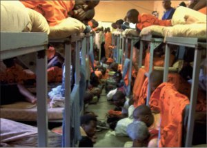 Overcrowding is one of the causes of prison riots. (Photo: www.scielo.org)