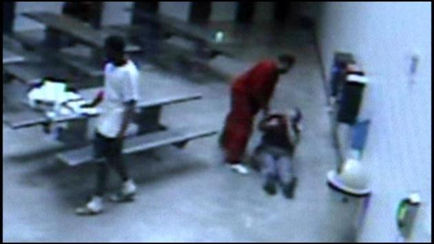 A female warder being beaten by an inmate while she was delivering mail to the prisoners in a  prison in the US state of Georgia in February 2013 (Photo: WRCB TV)