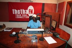 Presenter Sibusiso Sibisi in studio